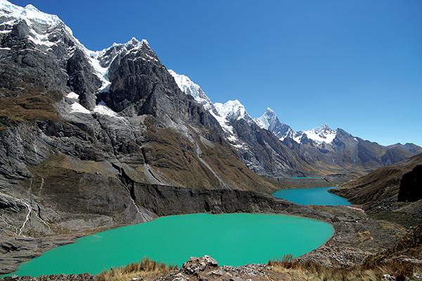 TERRA ENCANTADA: As incríveis lagoas de degelo de Huayhuash, a caminho do passo Siulá (4.800 metros)