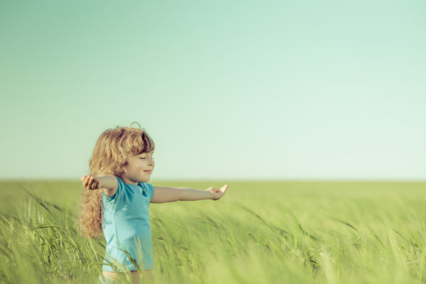 Crianças que passam o tempo na natureza tornam-se adultos mais felizes