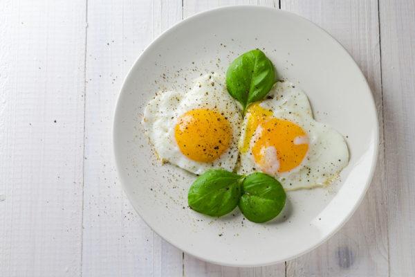 Comer ovo faz bem ou mal para a saúde? Entenda porquê da dúvida