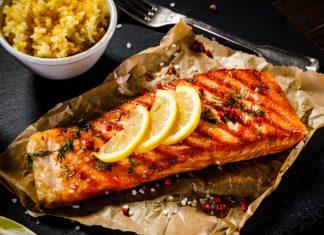 imagem de um salmão grelhado, fonte de ômega-3