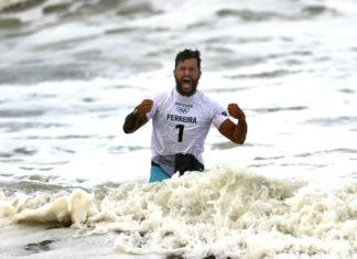 23.07.2021 - Jogos Olímpicos Tóquio 2020 - Surf masculino - Ítalo Ferreira celebra bateria impecável que rendeu a medalha de ouro histórica. Foto: AFP