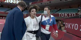 A russa Madina Tamaizova sai carregada e com um olho roxo de disputa