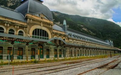 Estação de trem abandonada vira hotel na Espanha