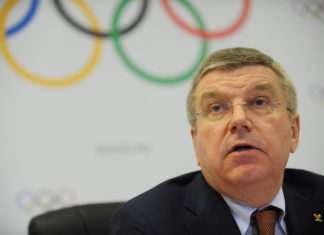 Presidente do COI é criticado após elogiar medidas anti-Covid das Olimpíadas