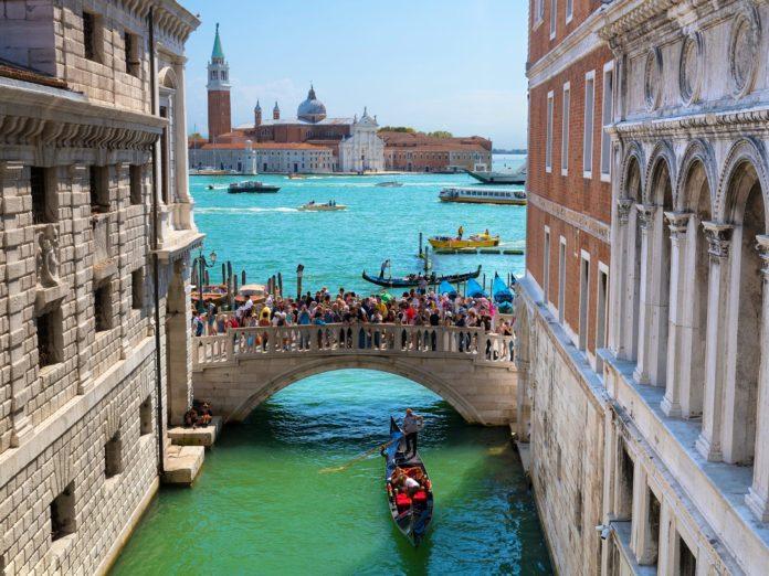 Veneza rastreará celulares para monitorar turistas nas ruas
