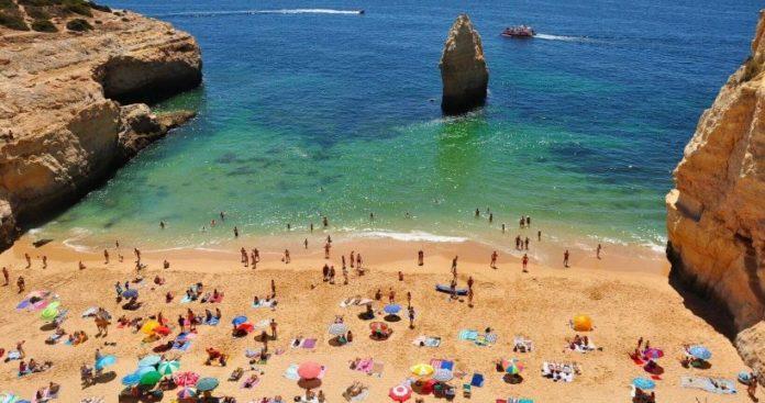 Portugal não exigirá o uso de máscaras em áreas externas