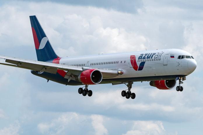 Avião despenca em queda livre durante tempestade e é atingido por raio