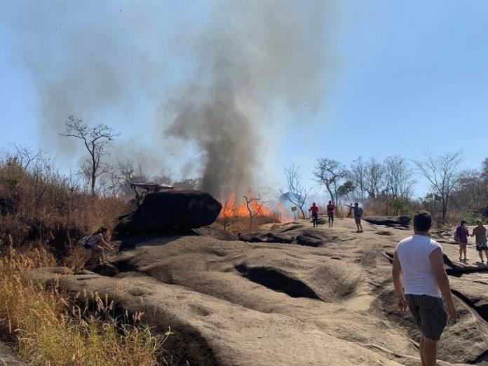 Turistas são resgatados de incêndio na Chapada dos Veadeiros