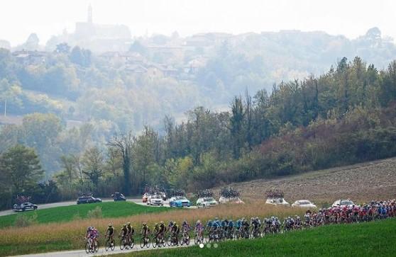 Principais estrelas do ciclismo atual enfrentam desafio em percurso com novidades na Itália
