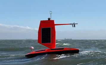 Drone grava vídeo impressionante dentro de um furacão no oceano