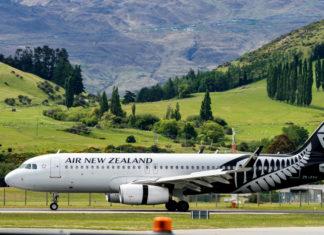 Companhia aérea transforma avião em posto de vacinação contra covid