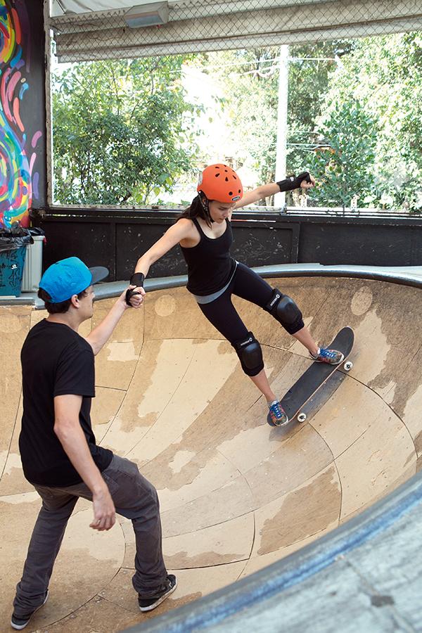 """4697fcbde """"Eu já tinha  brincado  de andar de skate algumas vezes quando apareceu a  oportunidade de fazer aulas e levar a brincadeira mais a sério para  escrever esta ..."""